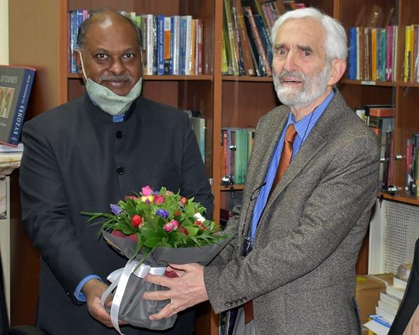 Βράβευση του καθηγητή κ. Νίκου Καζάνα από την Ινδική Δημοκρατία